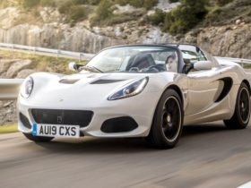 lotus-elise-could-be-revived-by-third-party-manufacturer,-says-company-boss