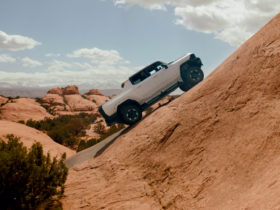 watch-2022-gmc-hummer-ev-pickup-prototypes-tackle-moab-with-extract-mode