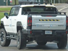gmc-tests-electric-hummer-pickup-with-assorted-accessories