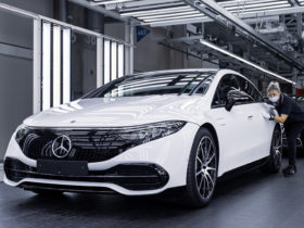 mercedes-benz's-first-dedicated-ev,-the-2022-eqs,-starts-production