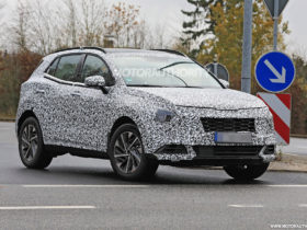 2023-kia-sportage-spy-shots-and-video:-next-gen-crossover-takes-on-more-dynamic-look