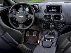 aston-martin-to-phase-out-manual-transmission-by-2022