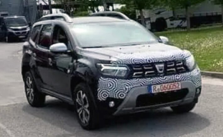 new-pictures-of-the-updated-crossover-dacia-duster-2022-have-been-published-on-the-internet