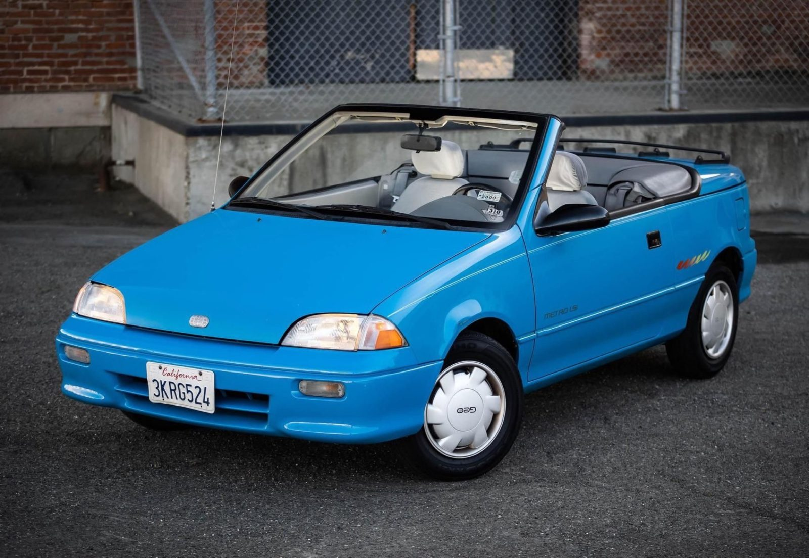 the-geo-metro-convertible-is-a-laughably-mediocre-car-from-the-'80s