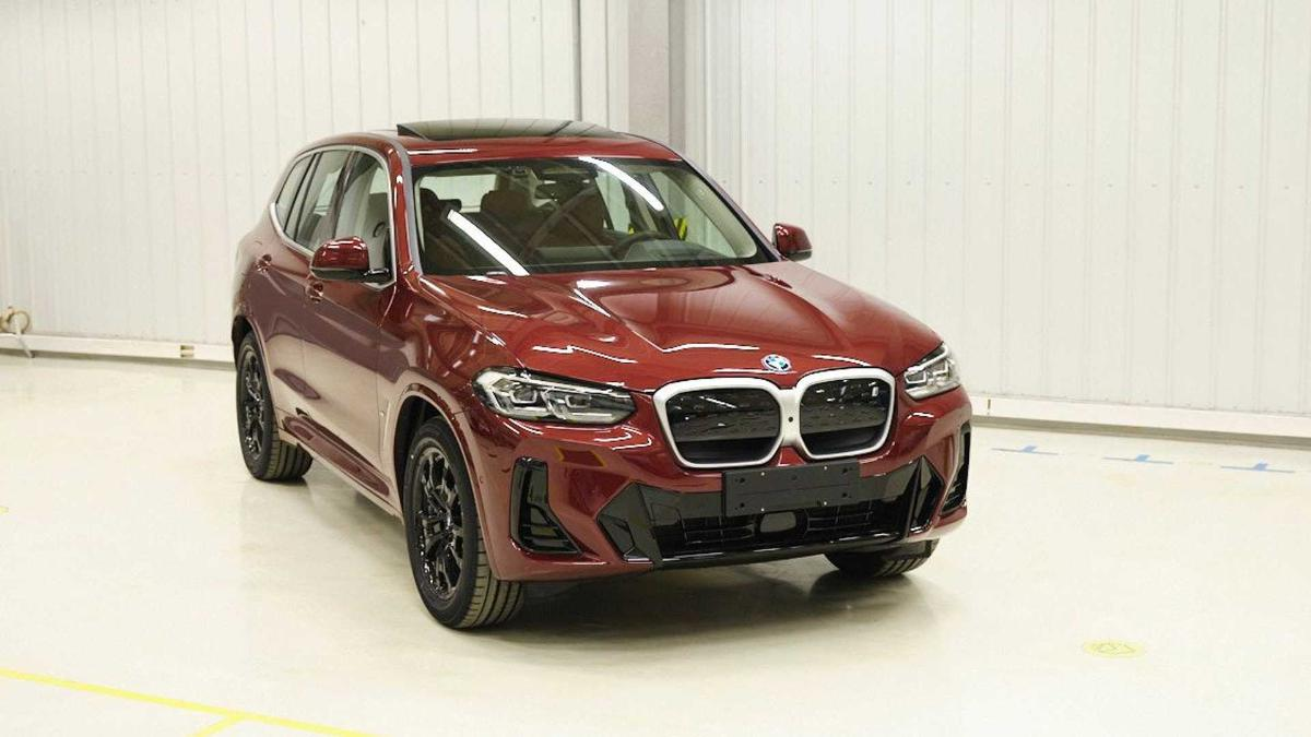 the-first-pictures-of-the-updated-crossover-bmw-x3-2022-have-been-published-on-the-internet