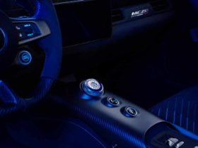 the-interior-of-the-new-maserati-mc20-has-been-finished-with-exclusive-materials