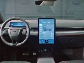 ford-patents-in-car-advertising,-safety-expert-warns-against-the-tech