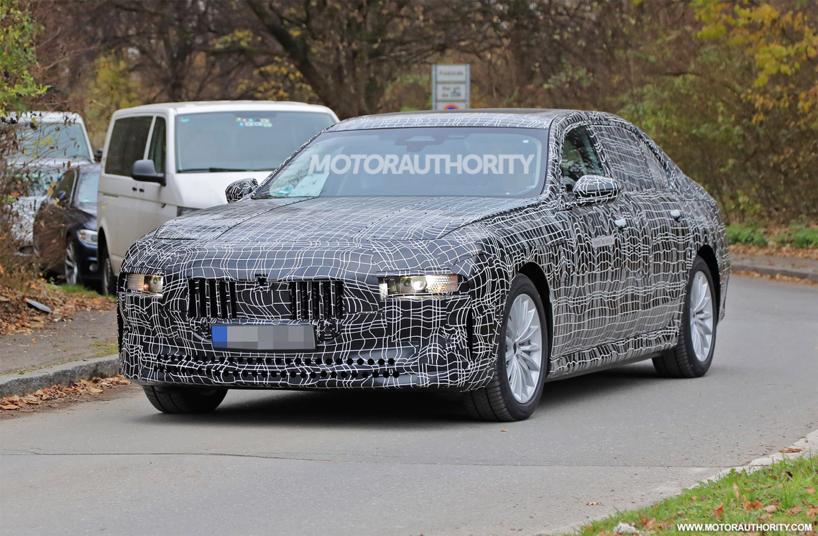 2023-bmw-7-series-spy-shots-and-video:-redesigned-flagship-sedan-takes-shape