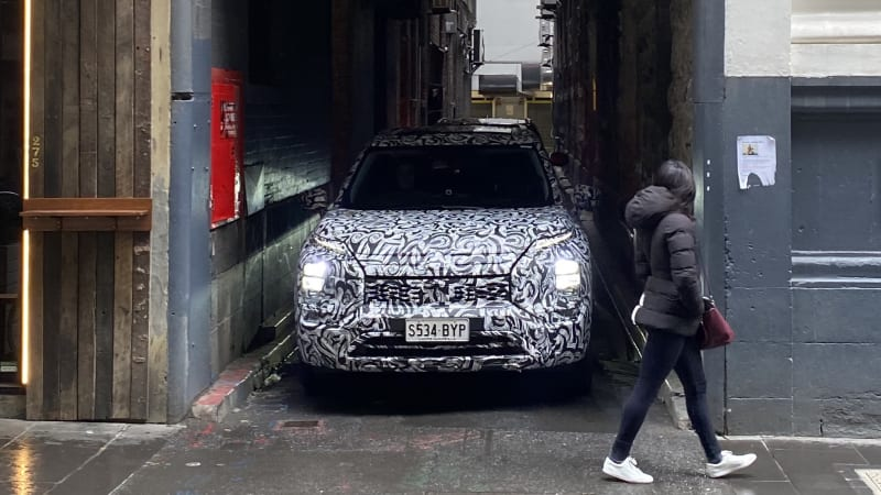 2022-mitsubishi-outlander-caught-on-camera-in-australia,-due-in-showrooms-october-2021