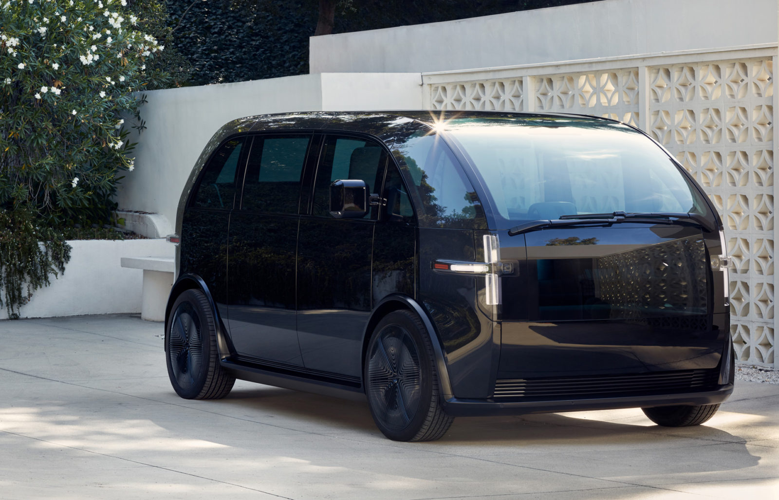 ev-startup-canoo's-first-vehicle-is-a-compact-minivan-priced-from-$34,750