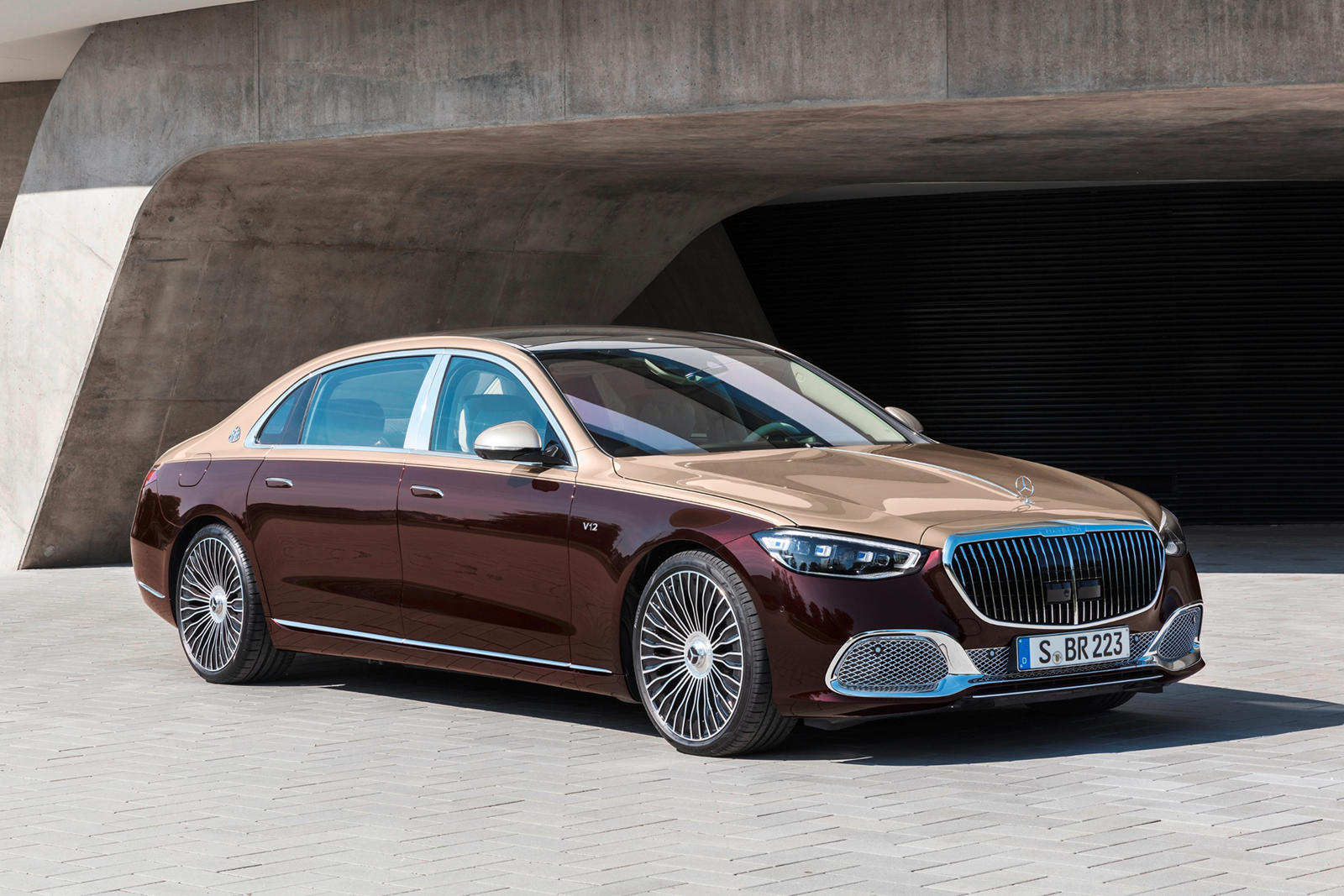 2022-mercedes-maybach-s-680-first-look-review:-v12-power-matters