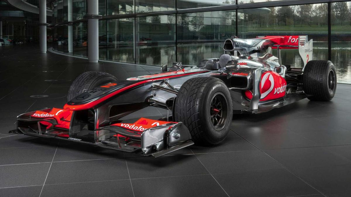 lewis-hamilton-racing-car-will-be-sold-at-auction
