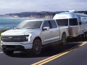 ford-f-150-lightning-pickup-2022-enters-the-electric-car-market
