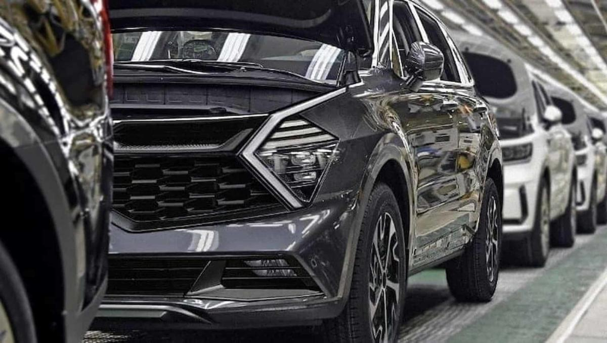 the-new-kia-sportage-crossover-was-photographed-on-the-conveyor-without-camouflage