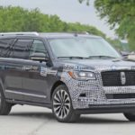 2022-lincoln-navigator-almost-lost-its-camouflage-in-new-spy-shots