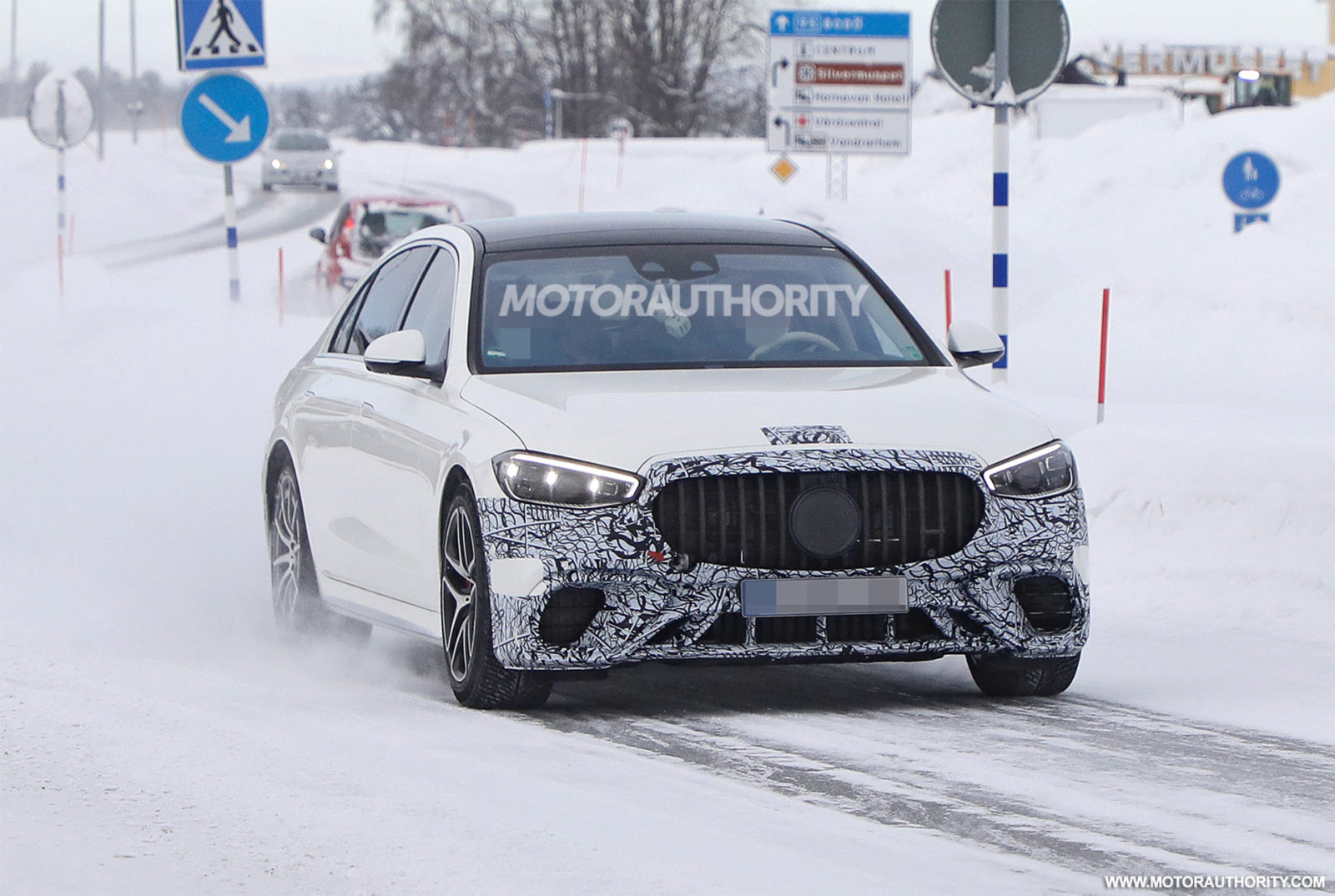 2022-mercedes-benz-amg-s63e-spy-shots-and-video:-plug-in-hybrid-super-sedan-on-the-way