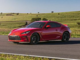 preview:-2022-toyota-86-redesign-brings-more-power,-more-mature-styling