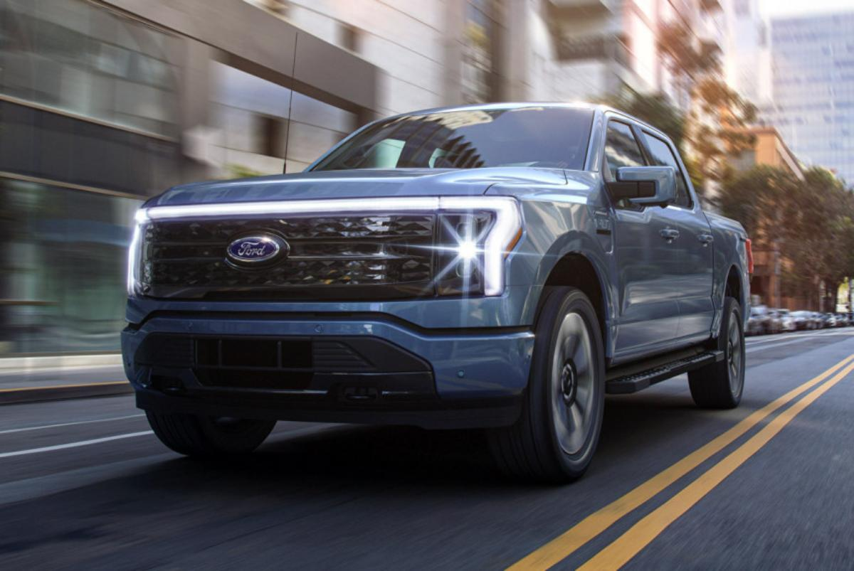 more-than-100,000-orders-for-electric-ford-f-150-lightning