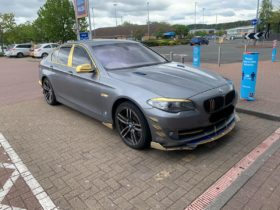 gold-body-accents-make-this-bmw-5-series-ugly