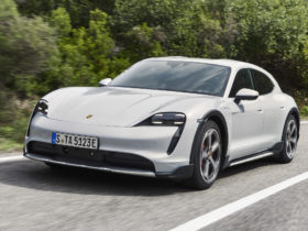 porsche-has-shown-a-spectacular-ad-for-the-electric-taycan-cross