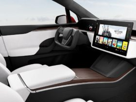 tesla-tries-and-cannot-reinvent-the-steering-wheel-with-its-fork
