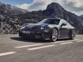 2022-porsche-911-gt3-touring-unveiled-with-stylish-design