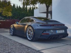 new-porsche-911-gt3-touring-debuts-with-same-power,-subtle-styling
