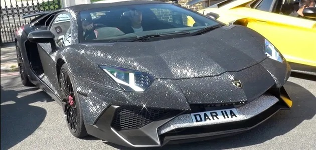 lamborghini-aventador-decorated-with-2-million-swarovski-crystals,-each-glued-by-hand