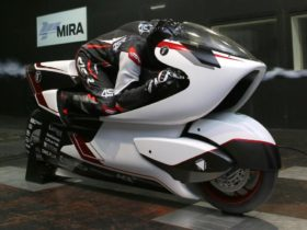 white-motorcycle-concepts-designs-aerodynamic-electric-motorcycle-to-set-new-speed-record