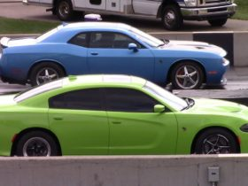 charger-hellcat-races-challenger-hellcat,-corvette-z06,-others,-shocks-everybody