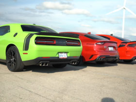 dodge-charger,-challenger-392-and-kia-stinger-gt-have-a-muscle-car-drag-race