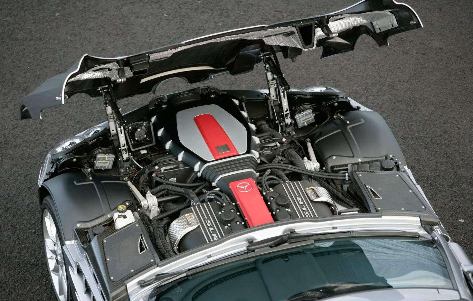 the-bespoke-amg-supercharged-v8-at-the-heart-of-the-mercedes-benz-slr-mclaren