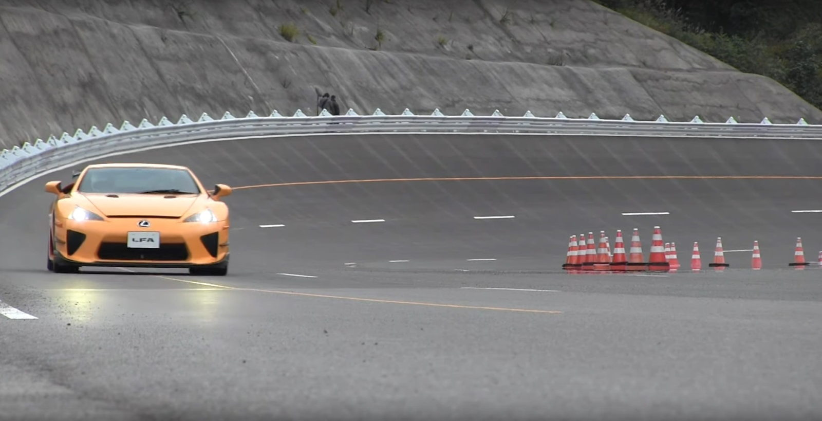 lexus-lfa-supercars-hit-the-track;-your-new-ringtone-is-here!