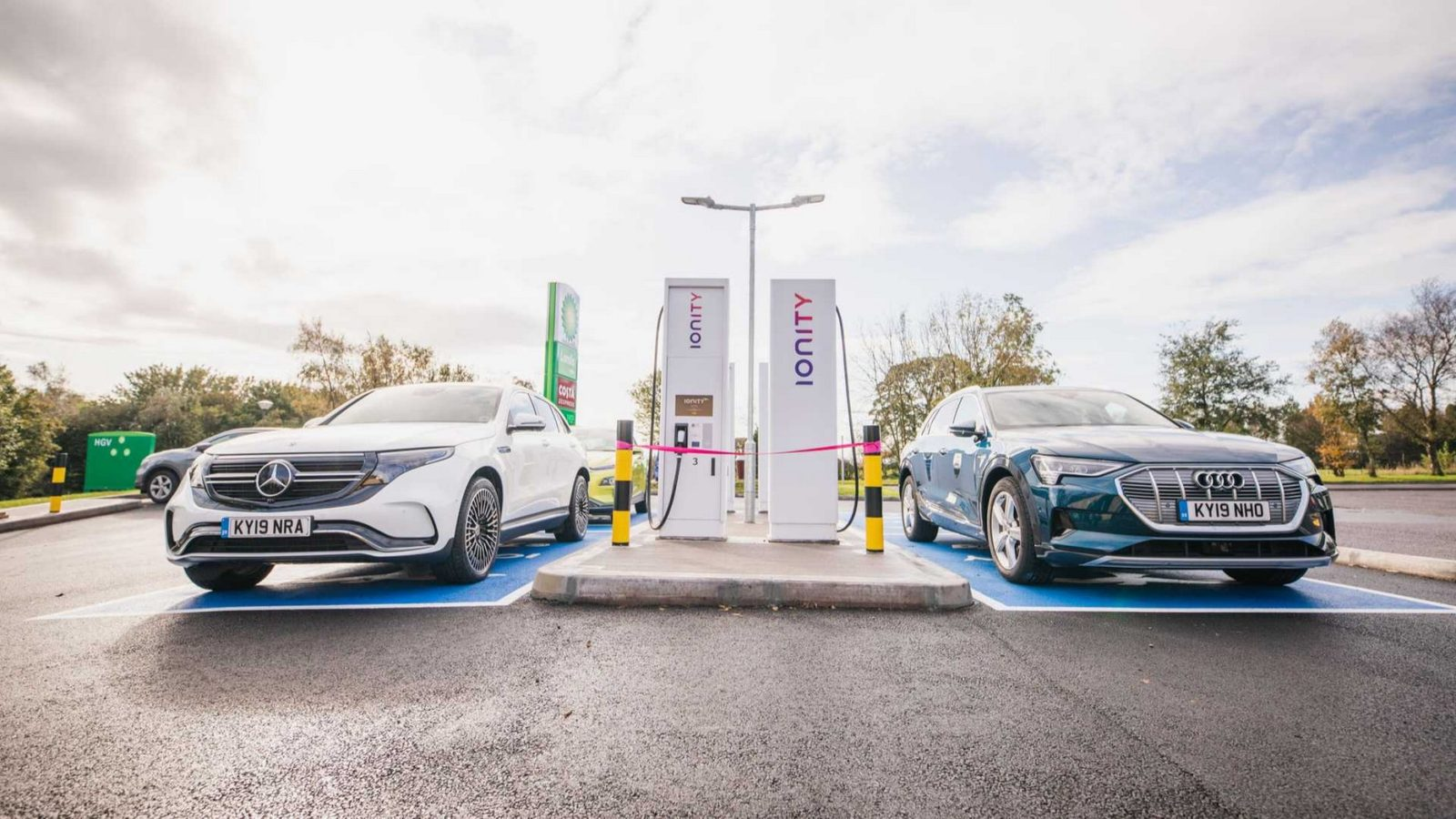 ernst-and-young-predicts-evs-will-outsell-ice-car-by-2033