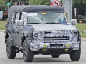 mysterious-ford-bronco-prototype-hints-at-a-hybrid-version
