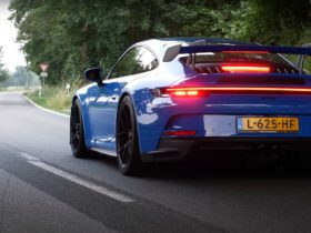 watch-the-2022-porsche-911-gt3-stop-just-short-of-200-mph-on-the-autobahn
