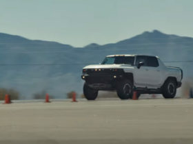 watch-gmc's-9,000-lb-hummer-ev-hit-60-mph-in-3-seconds