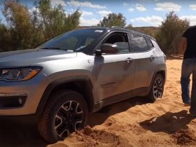 new-jeep-compass-gets-stuck-in-the-sand-for-the-most-ridiculous-of-reasons