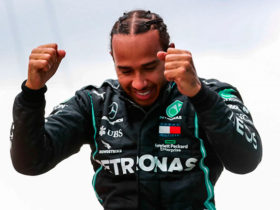 lewis-hamilton-signs-new-contract-with-mercedes-for-2-years