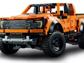 2021-ford-f-150-raptor-is-now-a-1,379-piece-lego-model