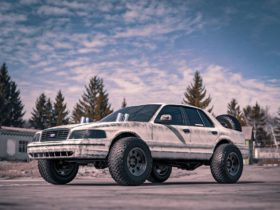 lifted-ford-crown-vic-looks-ready-for-anything-in-patriotic-solid-axle-rendering