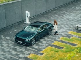 2022-bentley-flying-spur-hybrid-gets-twin-turbo-v6-mill-with-plug-in-assistance