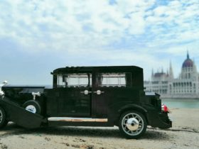 cadillac-series-355c-looks-just-as-luxurious-in-lego-version