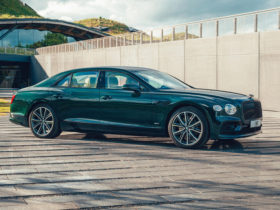 2022-bentley-flying-spur-hybrid-first-look:-staying-mean-but-going-green
