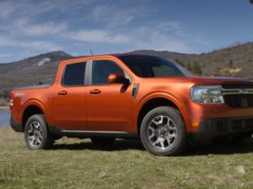 all-2022-maverick-lariat-quirks-and-features-get-easily-unveiled-by-ford-expert