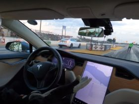 tesla-model-s-raven-vs-plaid-drag-race-shows-what-an-extra-motor-can-do