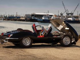 classic-jaguar-replicas-xkss-is-bite-the-back-of-your-hand-gorgeous