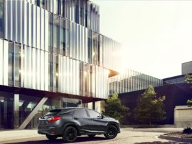 2022-lexus-rxl-adds-some-black-trim,-turns-into-limited-edition-black-line