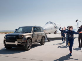 land-rover-helped-richard-branson-reach-the-edge-of-space-for-his-first-time