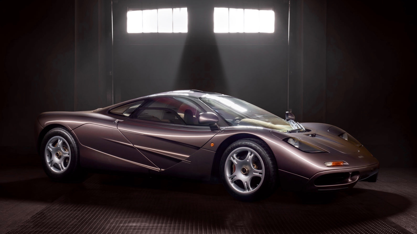 time-capsule-1995-mclaren-f1-with-242-miles-headed-to-auction